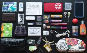 Cosa contiene la borsa di una donna