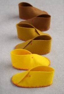 Scarpine in feltro per neonato handmade